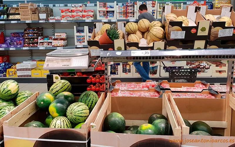 Sandías en un supermercado del Algarve, Portugal.