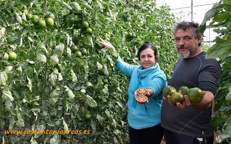 María y Paco, agricultores.