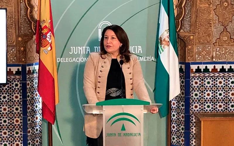 Carmen Crespo en rueda de prensa en la ciudad de Almería.