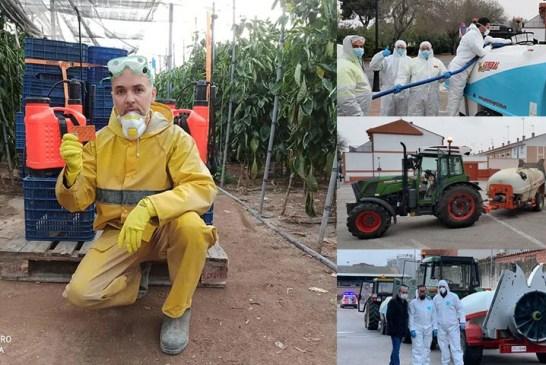 Los agricultores prestan sus equipos para desinfectar el país