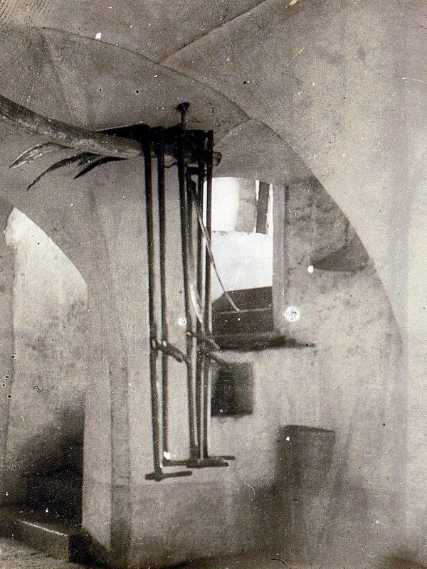 Ansitz Lusenegg 1898, Hausgang