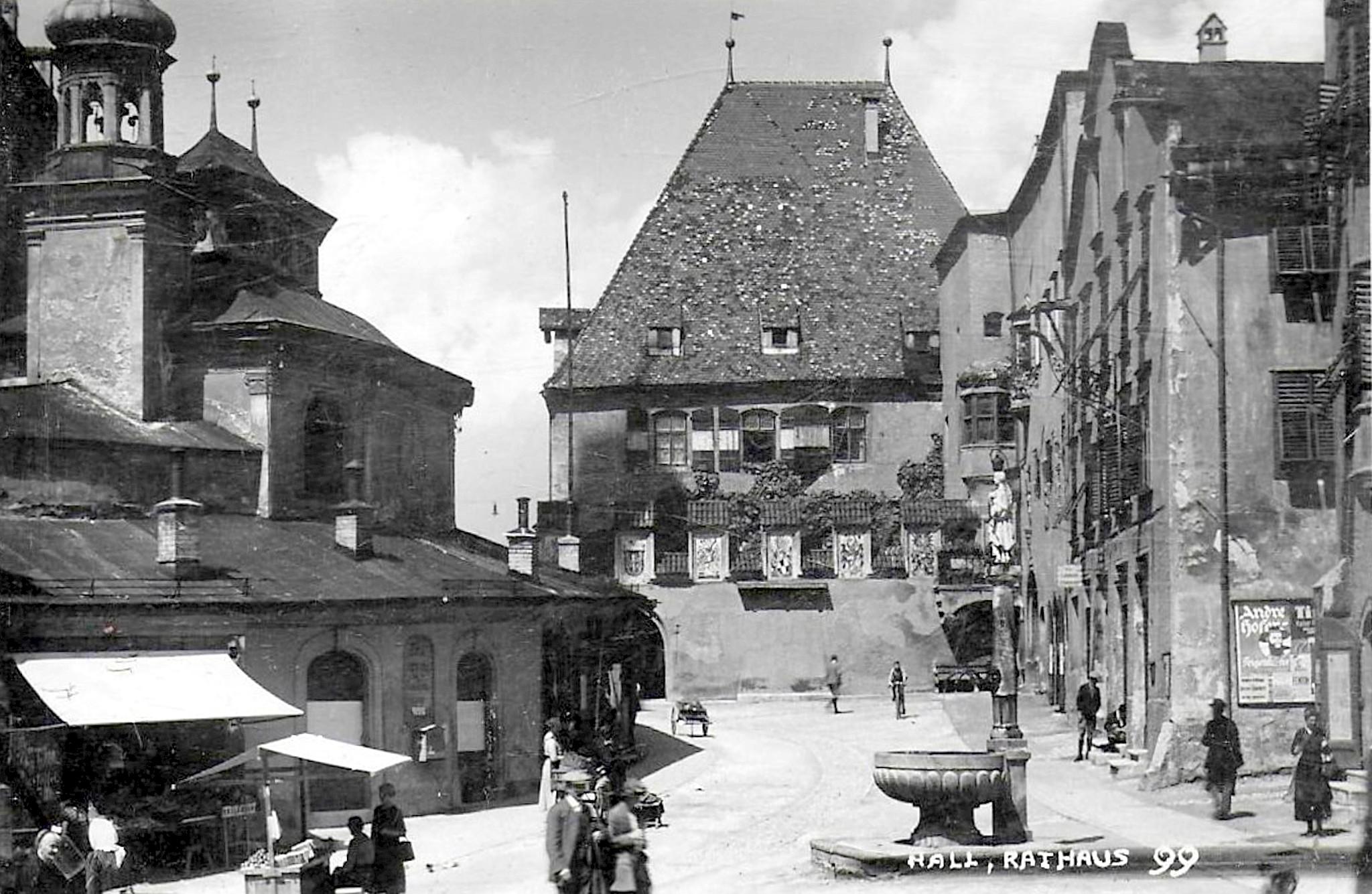 Hall 1925, Rathaus