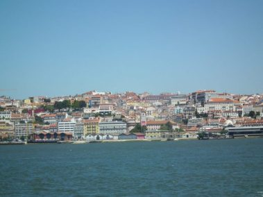 Lisboa vista desde los muelles en Almada Calcihas