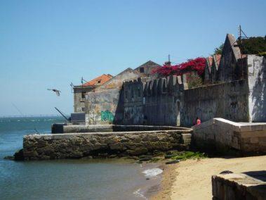 Lisboa, antiguos muelles en Almada