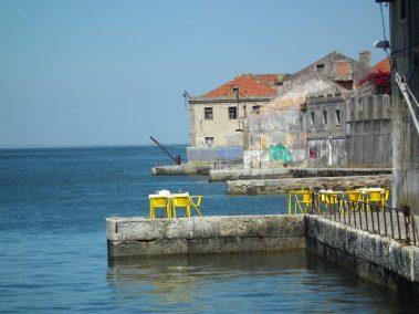 Almada, Calcihas, Lisboa. Antiguos muelles en la zona de expansión industrial de la marginal sur del estuario del Tajo.