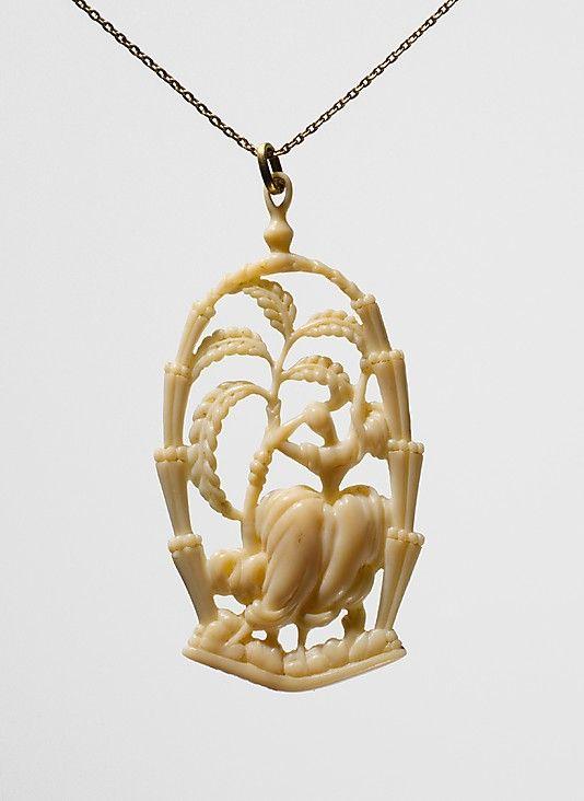Colgante de marfil diseñado por Dagobert Peche