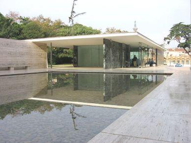 El Pabellón alemán (Barcelona), como referente del Movimiento Moderno. Se proponía un muevo modo de experiencia espacial: la ausencia de espacios cerrados y la fluida relación de cada espacio con las zonas adyacentes interiores o exteriores.