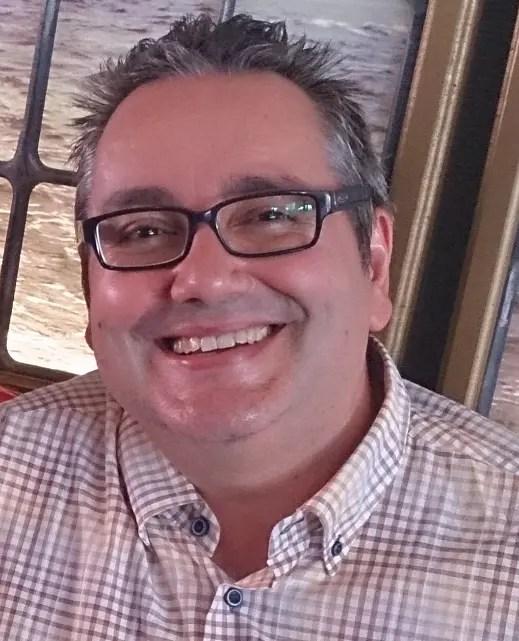 josep carmona coca sonriendo 50