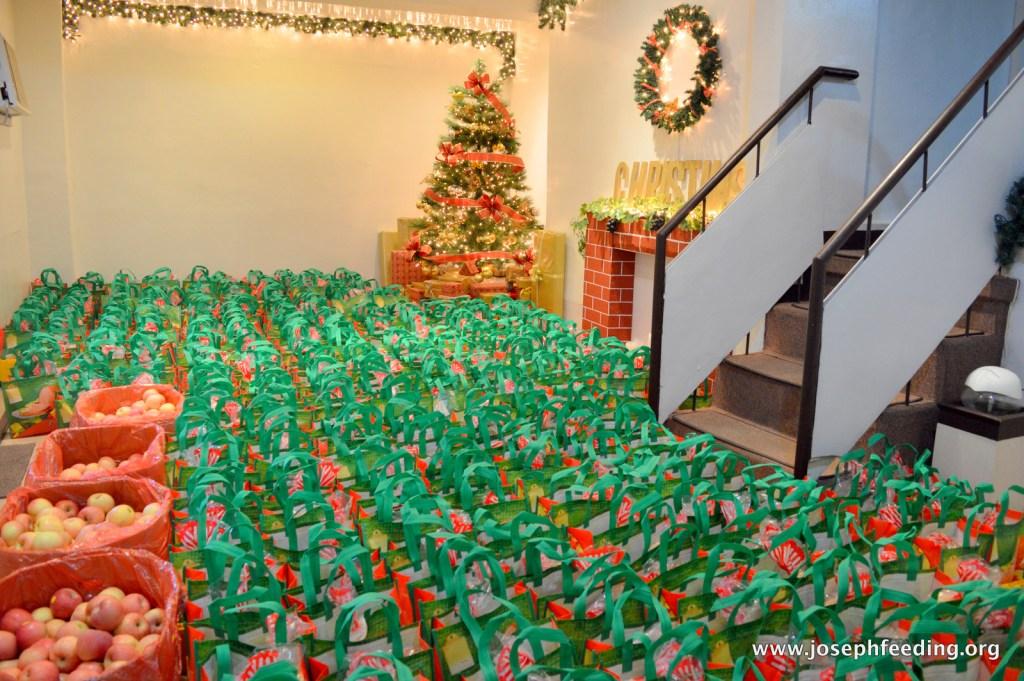 2015-12-CHRISTMAS-JFM REPACKING