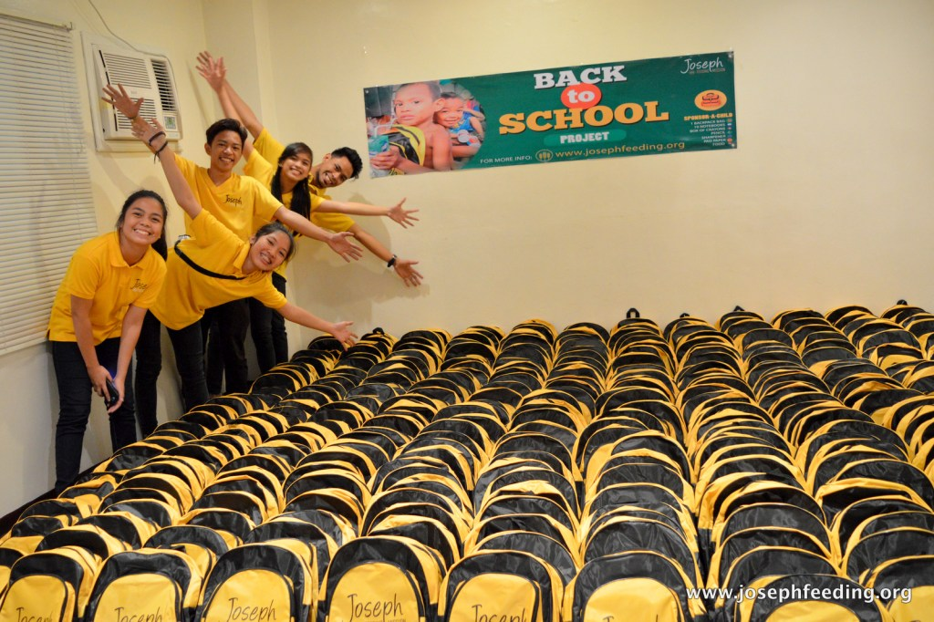 19-JFM-1606-BACK TO SCHOOL BAG REPACKING-018