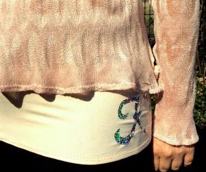 Dieses Top aus Baumwoll-Jersey ist bi-elastisch.... und passt deswegen auch um meine Hüften ;-)