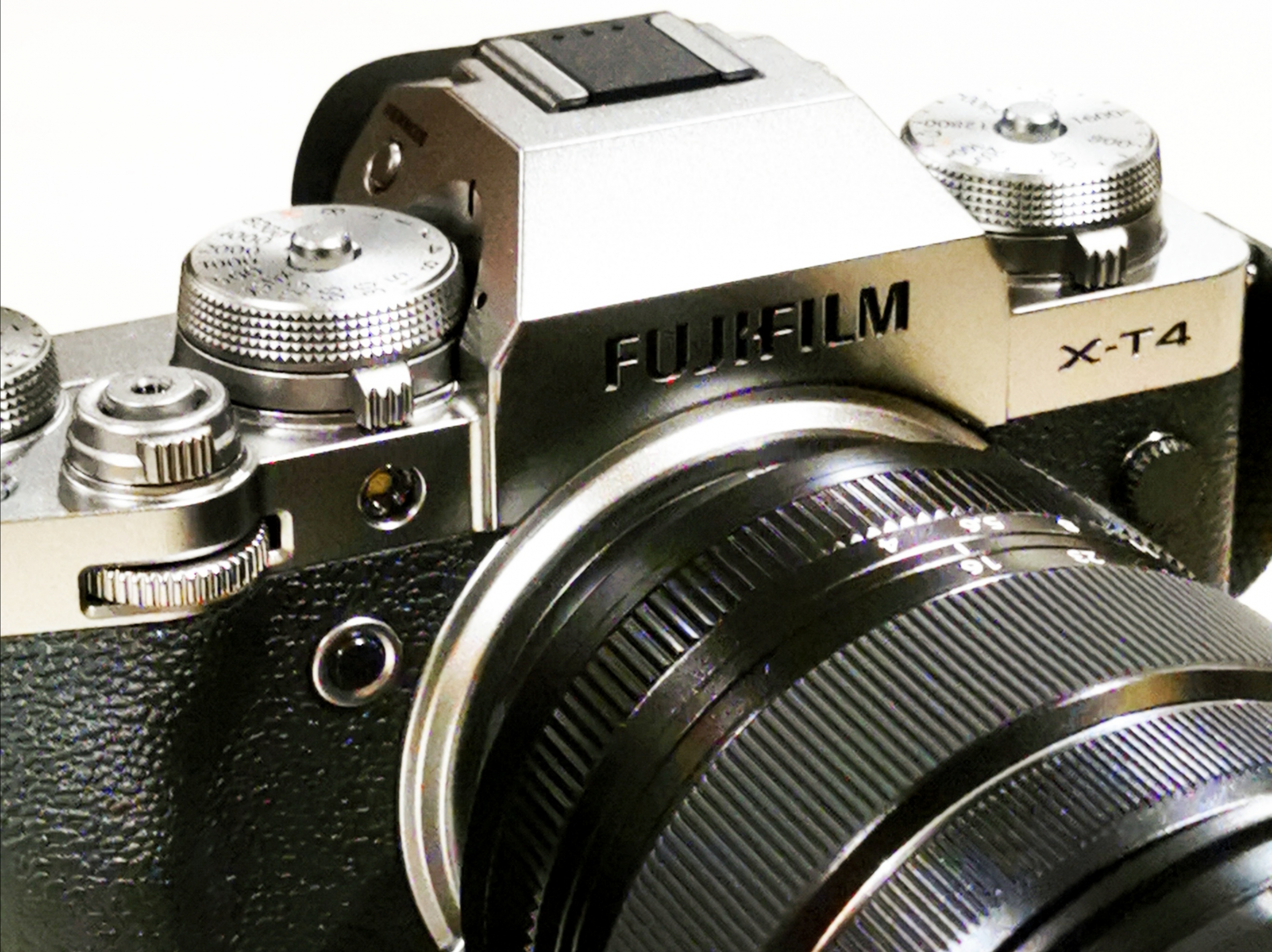 5 Essential Photography Gear to Bring On a Trip