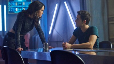 """DARK MATTER -- """"Episode Two"""" Episode 102 -- Pictured: (l-r) Melissa O'Neil as Two, Mark Bendavid as One -- (Photo by: Steve Wilkie/Prodigy Pictures/Syfy)"""
