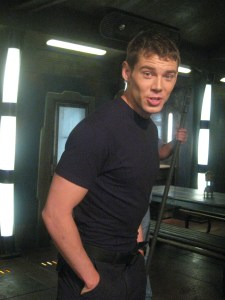 Brian J. Smith (SGU's Lieutenant Matthew Scott) shows off his crossfit form.