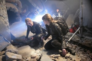 Carter and Keller organize a rescue op.  Search and Rescue, Stargate: Atlantis, Season 5 (photo courtesy and copyright MGM Television)