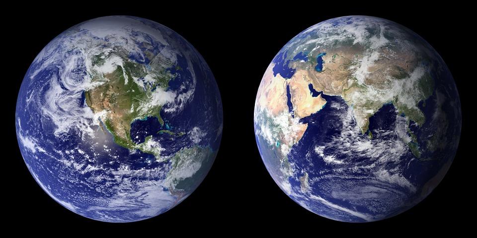 Imagen con dos fotos de la Tierra en la que vemos las dos fases opuestas.