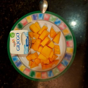 Papaya picada con yoghurt