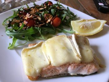 salmón con queso brie