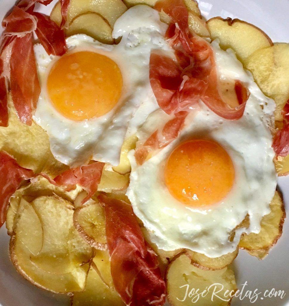 huevos rotos con jamón