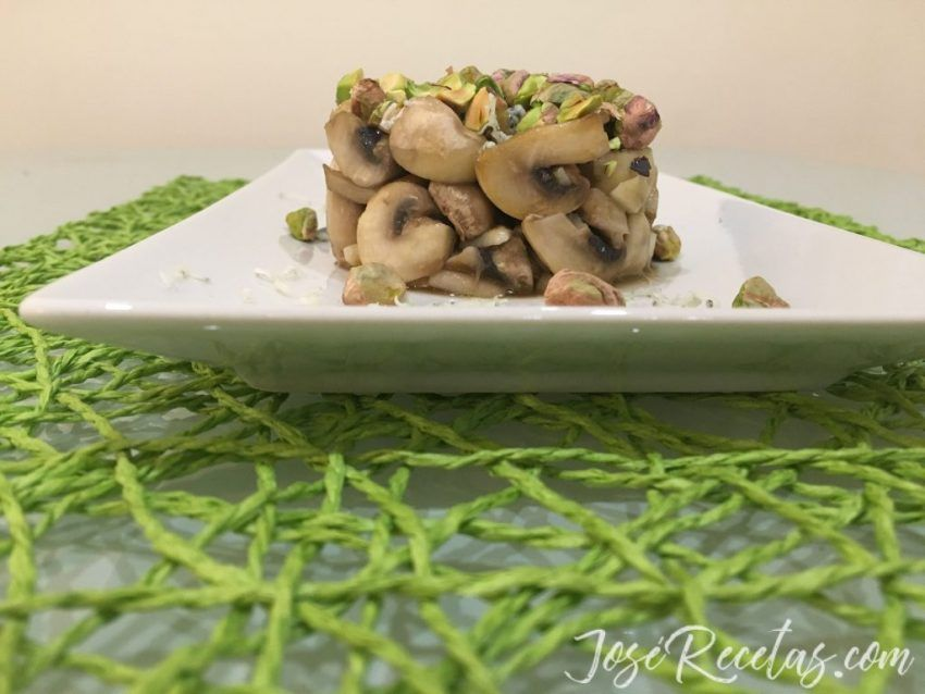 Timbal de setas con pistachos