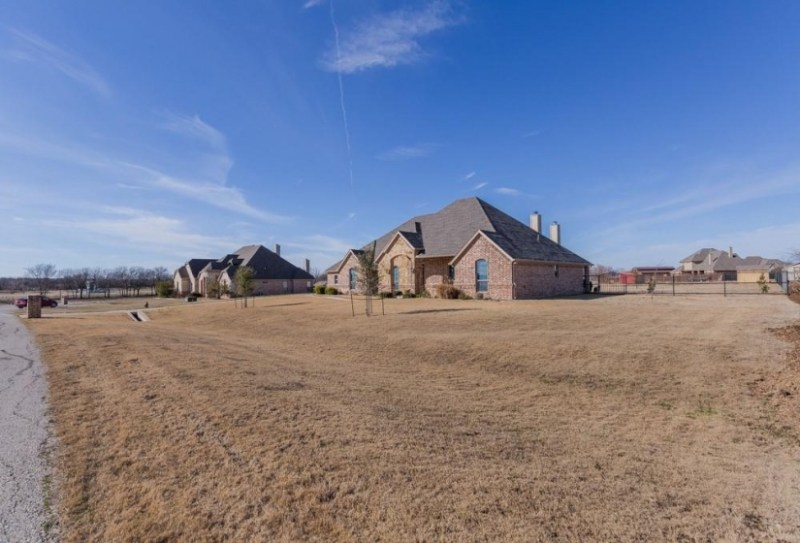 12940 Rustic River Pass, Justin, Texas 76247, 4 Bedrooms Bedrooms, 1 Room Rooms,2 BathroomsBathrooms,Residential,For Sale,Rustic River,14510673