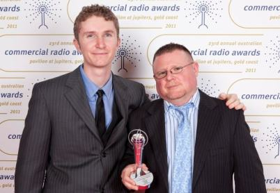 josh-and-jez-with-award