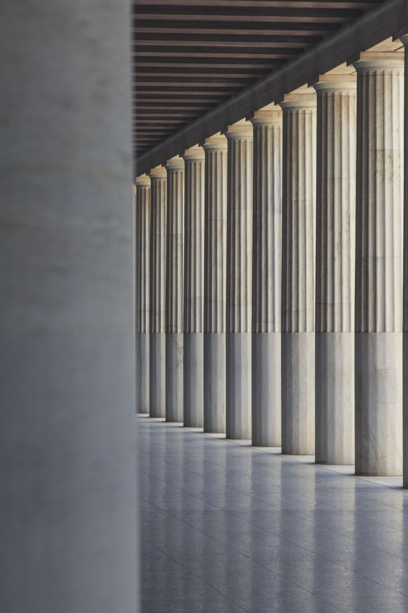 leading-columns-or-pillars-outside-coridoor