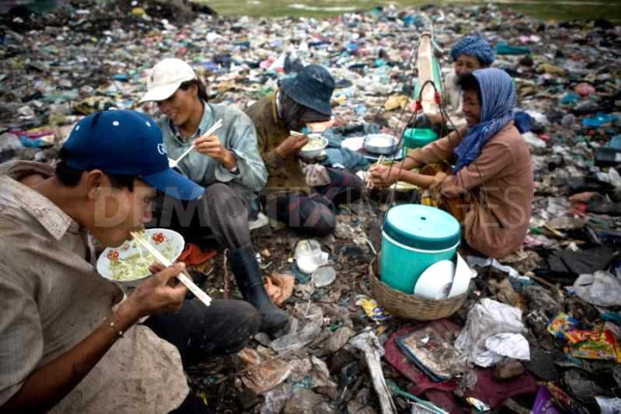 people-living-in-a-garbage-dump-in-cambodia_35387