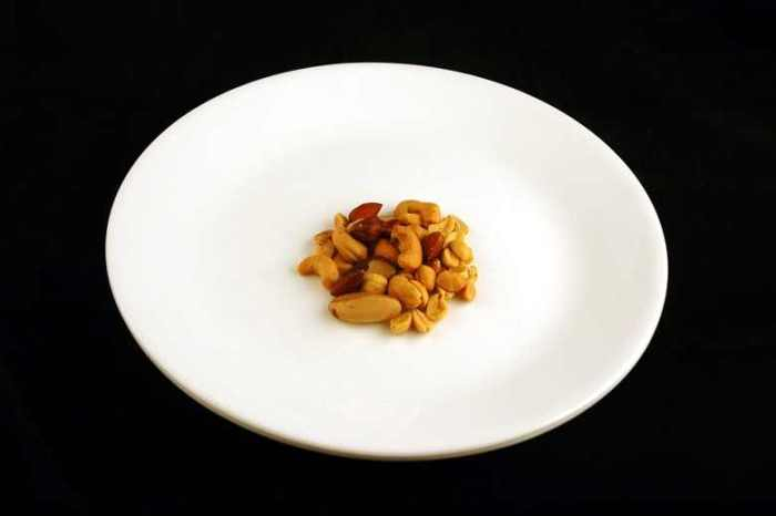 200 calories of mixed nuts