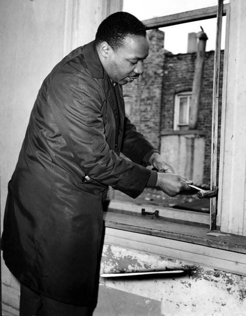 Martin Luther King fixing a Chicago slum apartment in 1966