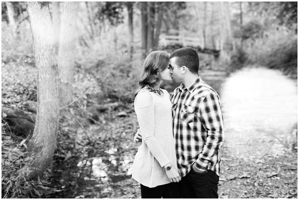 Austin & Nicole's Fall Engagement in Valley Forge National Park_0016.jpg