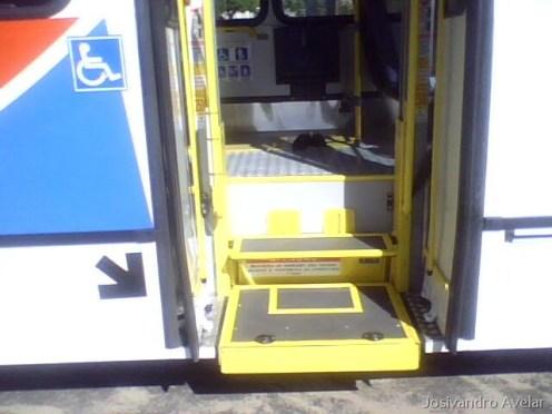 Elevador para embarque de cadeirantes.