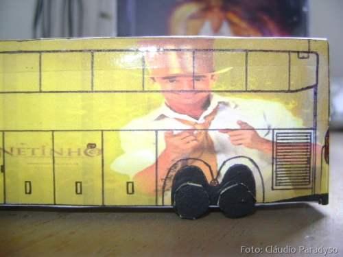 A foto do cantor Netinho da Bahia no veículo.