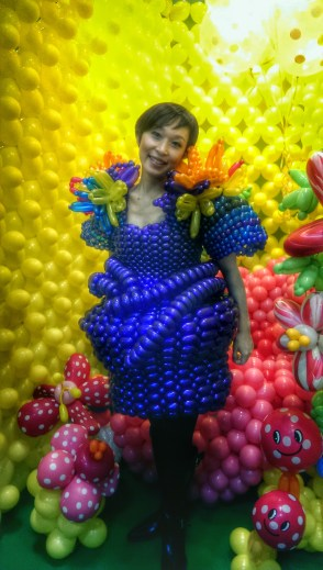 Balloon woman!