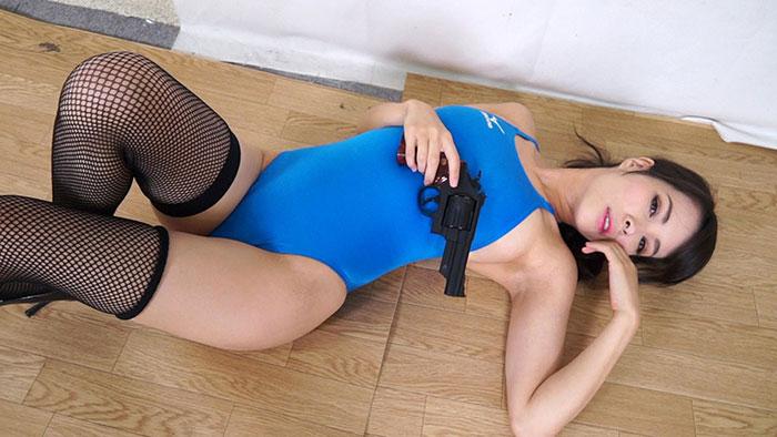 競泳水着に黒網タイツがセクシー 真木今日子の震える喘ぎ声がエロい