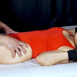 """<span class=""""title"""">希望光と永瀬愛菜のAV女優が競泳水着姿でくすぐり!発狂しながら暴れまくりエロい表情に!?</span>"""