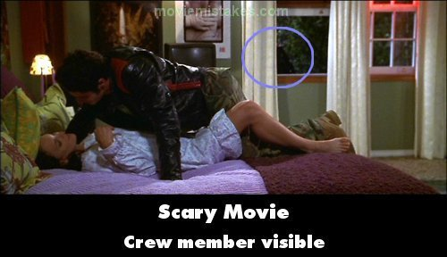 Best Scary Movie 2000 Movie Mistake Picture Id 109731 With Pictures