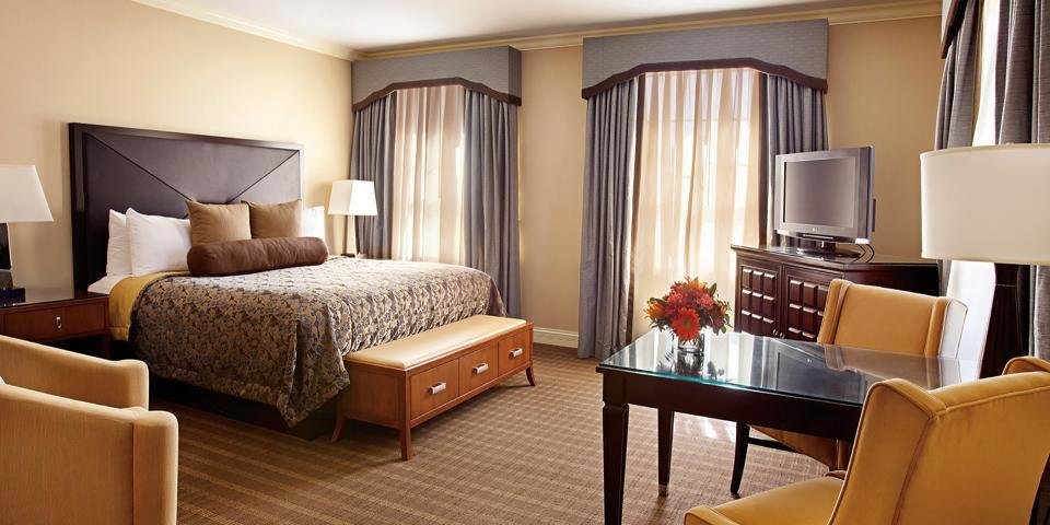 Best Chase Club 2 Bedroom Suite The Chase Park Plaza Royal With Pictures