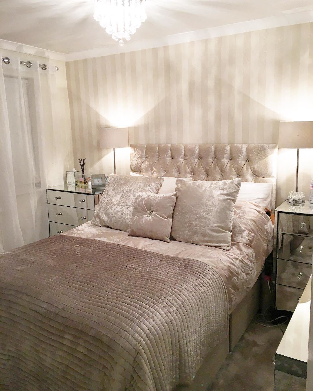 Best 52 Small Bedroom Decorating Ideas That Have Major Impressions With Pictures