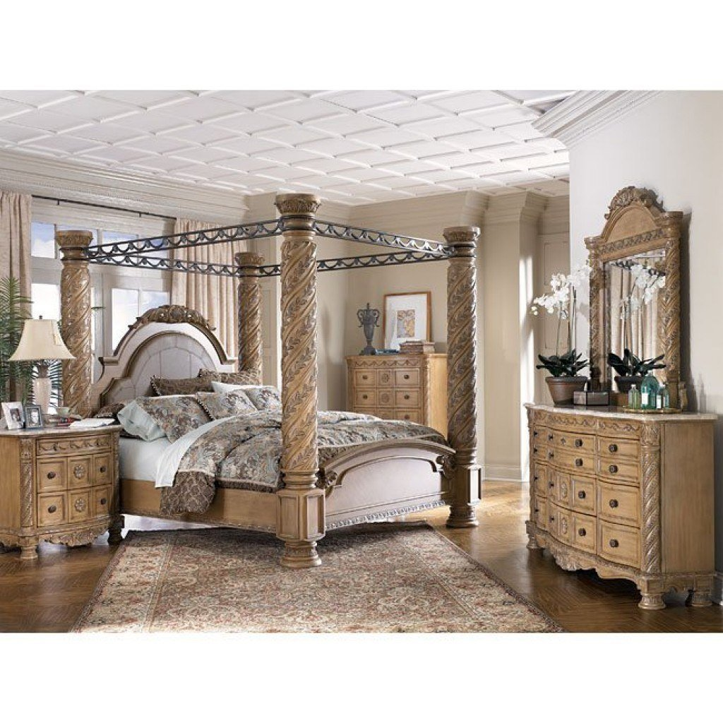 Best South Coast Poster Canopy Bedroom Set Millennium With Pictures