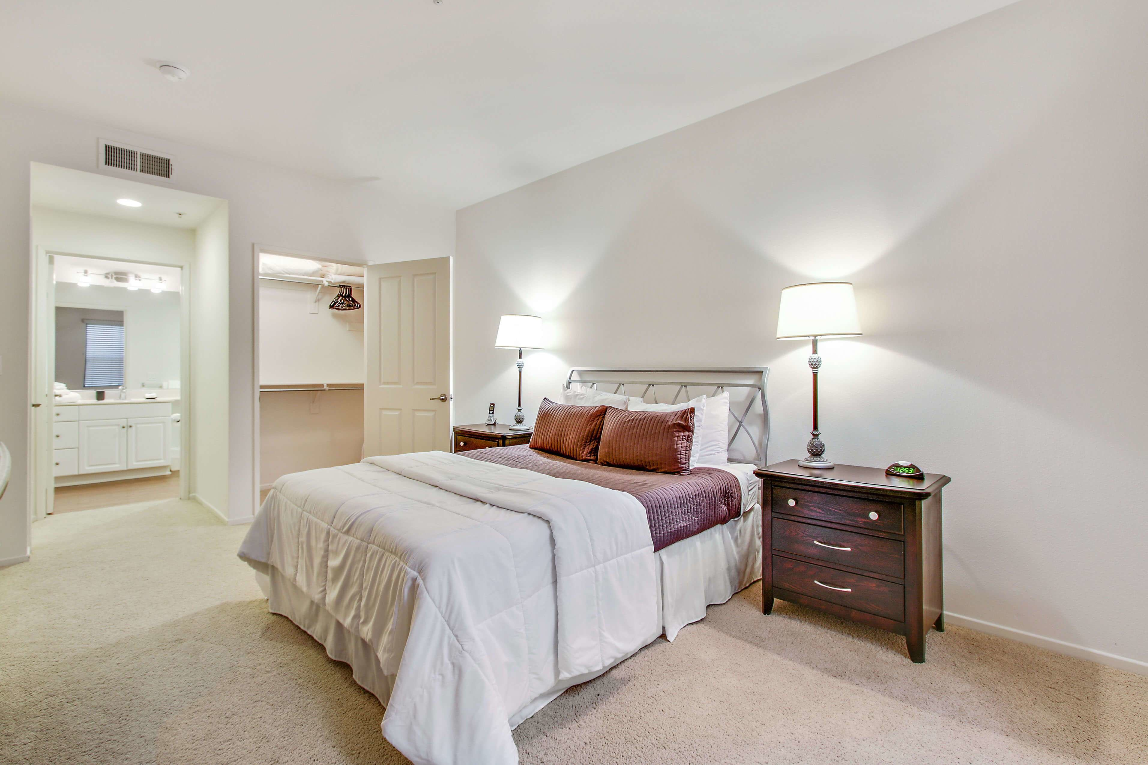 Best Irvine Furnished 2 Bedroom Apartment For Rent 7380 Per With Pictures