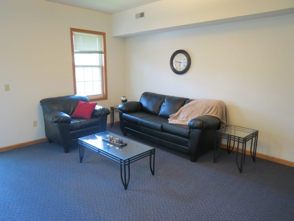 Best 2 Bedroom Apartment 604 1 2 W Elm St Urbana Il With Pictures