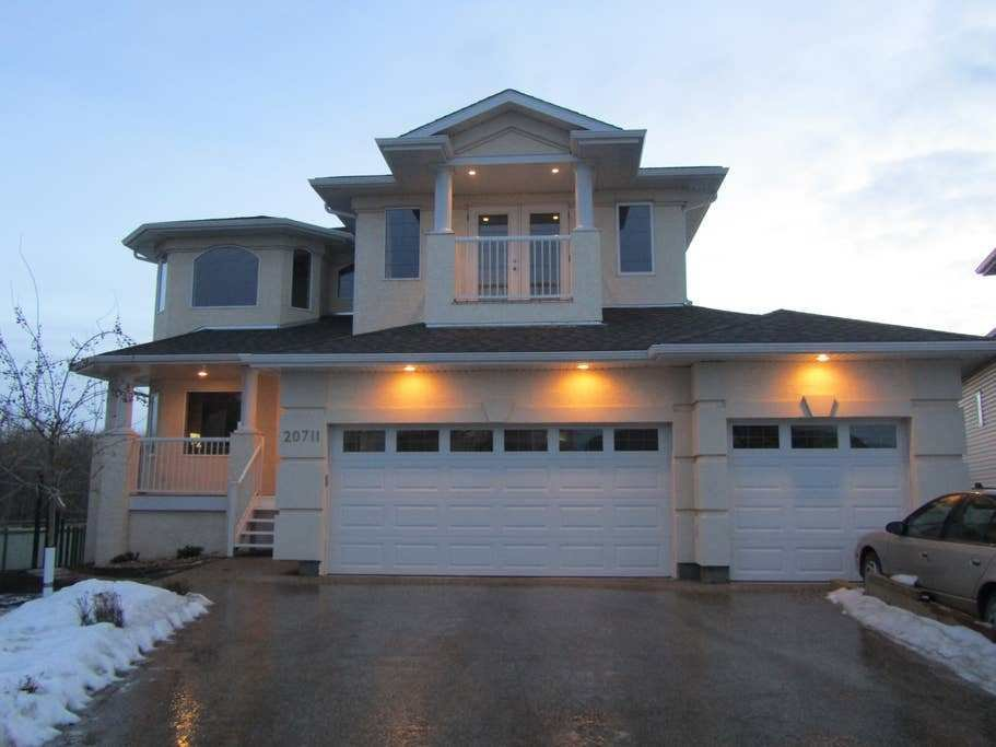 Best Gorgeous Home In Golf Cours By West Edmonton Mall With Pictures