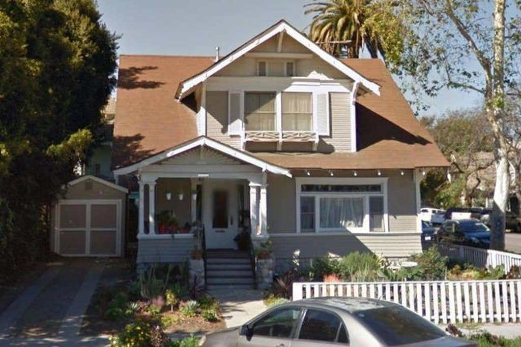 Best King Size Bedroom In Historic Lbc Craftsman Houses For With Pictures