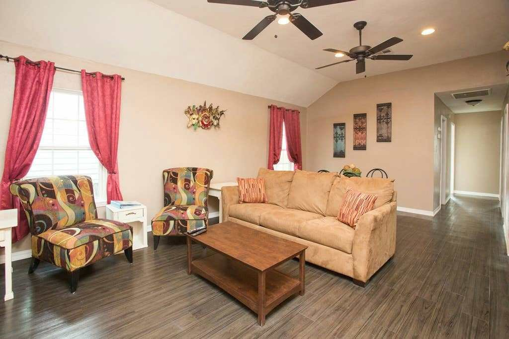 Best Four Bedroom Beauty Off St Charles New Hvac Houses With Pictures