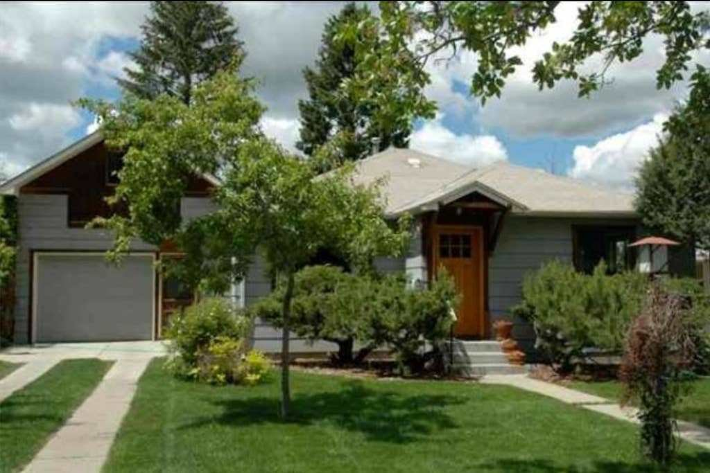 Best Artsy Bungalow In Central Bozeman Houses For Rent In Bozeman Montana United States With Pictures
