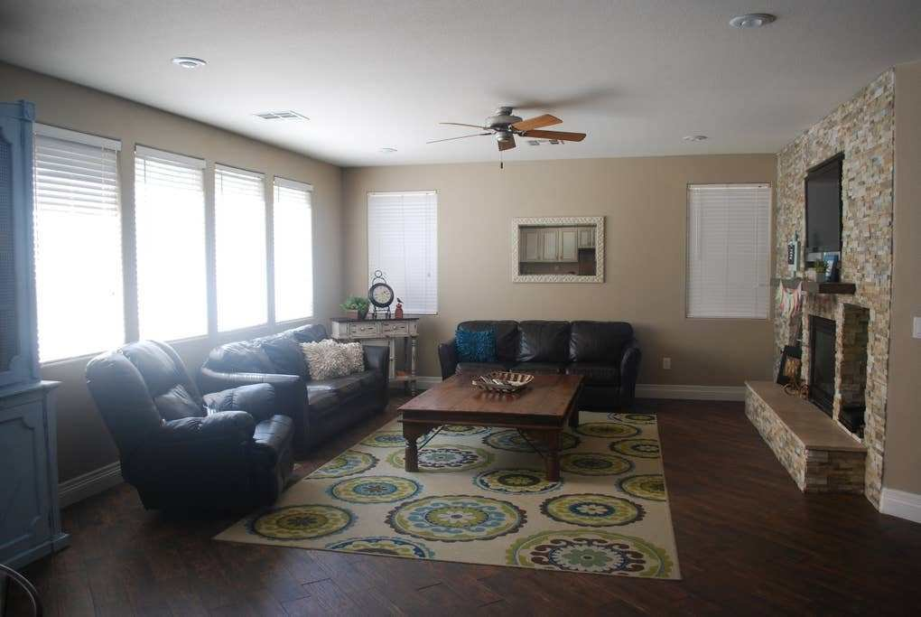 Best 6 Bedroom With A Pool Houses For Rent In North Las Vegas With Pictures