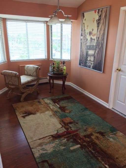 Best Sunny Spacious 2 Bedroom Condo Condominiums For Rent In With Pictures