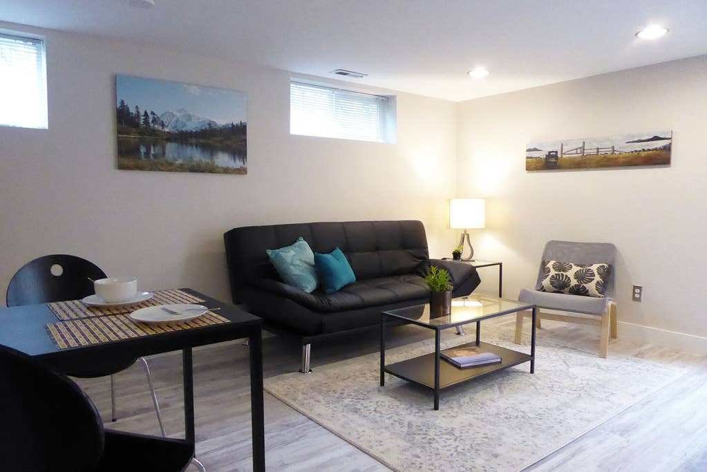 Best Modern Calm 1 Bedroom Apt Phinney Greenlake Apartments With Pictures