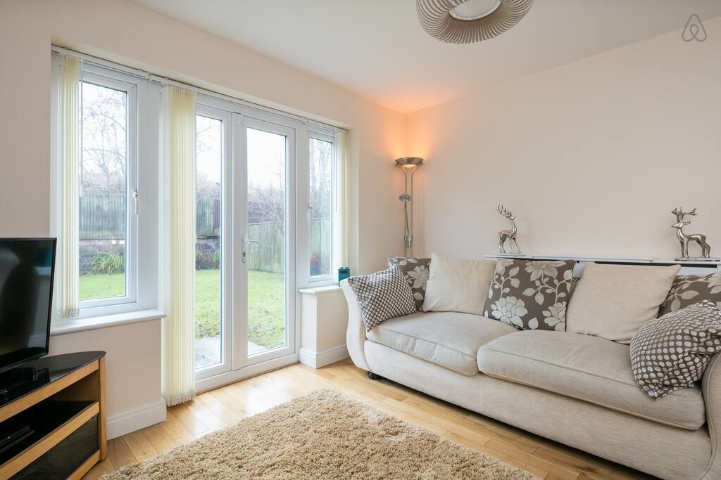 Best Large 4 Bedroom Detached House Sleeps 7 Anfield Houses For Rent In Liverpool England United With Pictures